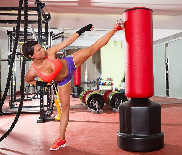 Sac Lourd de Boxe Arts Martiaux Kick Boxing Combat entra/înement pour Adultes avec Support de Sol Eyepower Sac de Frappe sur Pied autoportant 170 cm de Haut Noir